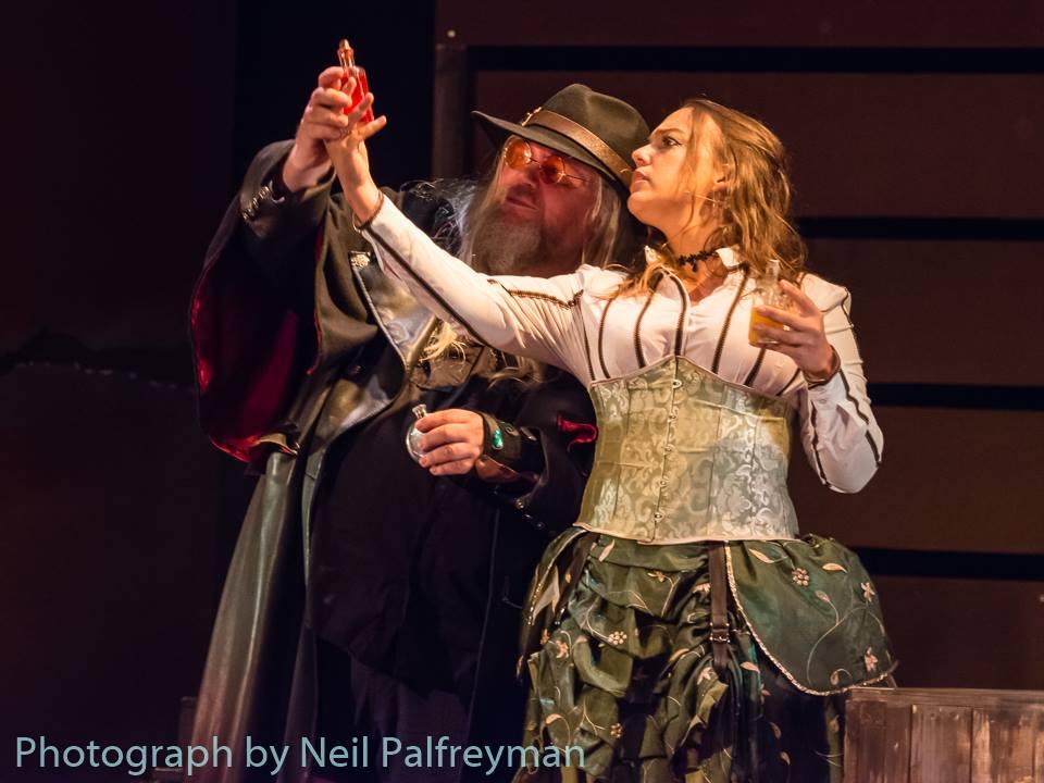 Die Steampunk-Musicals von Clive Nolan bestechen durch extravagante Kostüme.