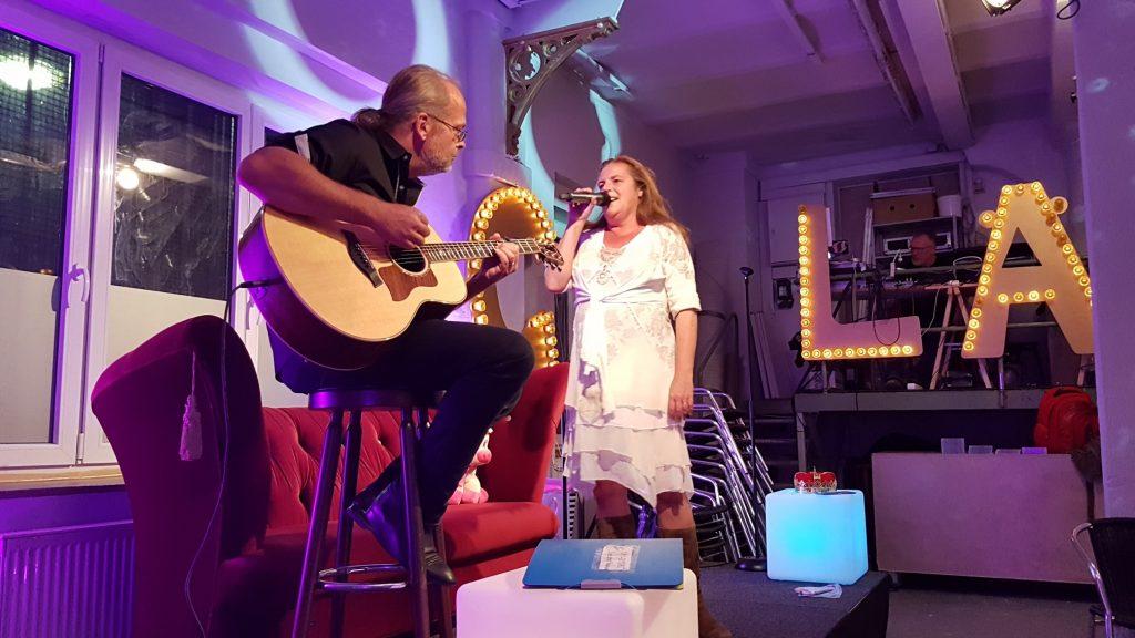 Abschlussfeier SOAOGS 2018: Sogar mit Gitarrenbegleitung; Christine Piontek Blog Text Storytelling