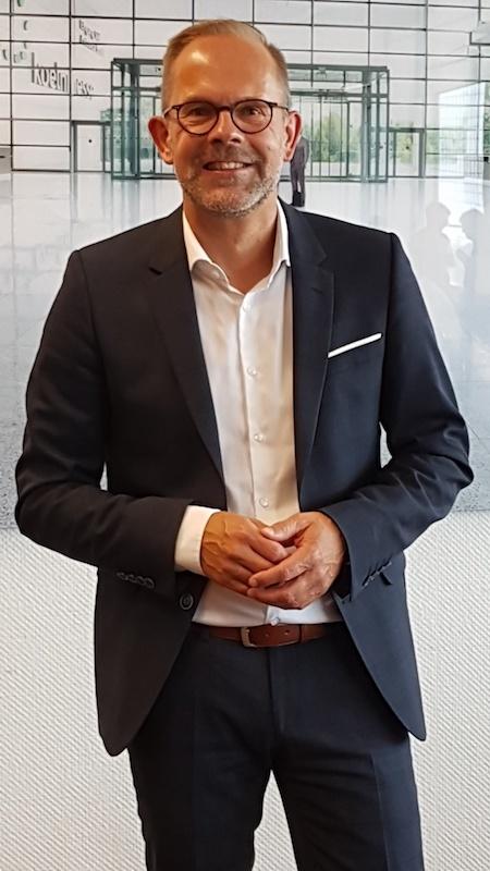 Jan Kurth, Geschäftsführer des Verbands der Deutschen Möbelindustrie, bei der Jahres-Wirtschafts-Pressekonferenz am 27. August 2019 in Köln. Foto von Christine Piontek