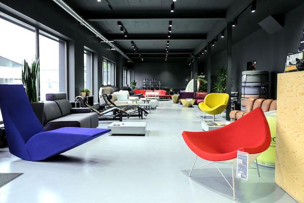 Gebrauchte Designermöbel im Showroom von Revive Interior